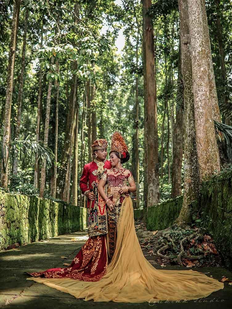 sangeh favorit lokasi foto prewedding adat bali